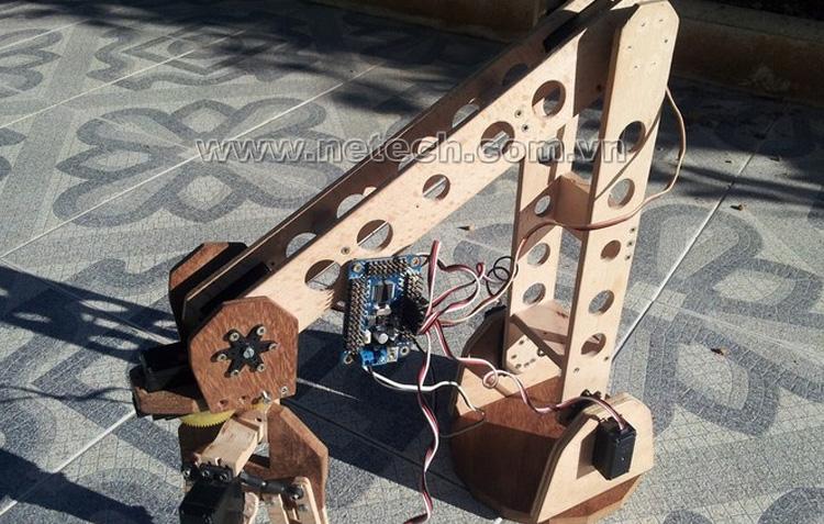 http://netech.com.vn/upload/hinhanh/che-tao-robot831.jpg